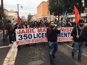 Una precedente manifestazione degli operai della Jabil di Marcianise.