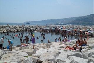 A Napoli si andrà al mare in spiaggia libera prenotando con l'App del Comune