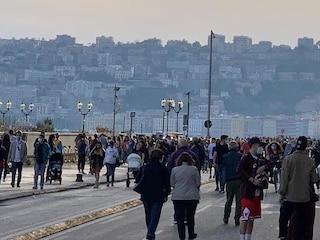 Prima settimana di Fase 2 a Napoli: troppi assembramenti e troppa gente senza mascherina