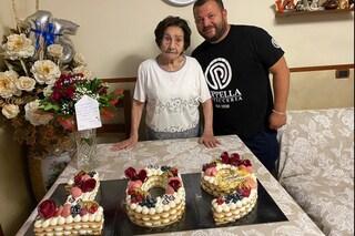 Festa al Rione Sanità per i 109 anni di nonna Giuseppa, mega-torta di Poppella
