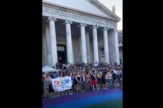 Napoli Pride 2020, in migliaia per il flash mob a piazza del Plebiscito per i diritti Lgbt