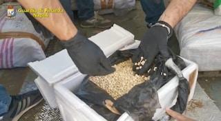 Fiumi di droga nel Porto di Salerno: 3mila chili di hashish e 1 milione di pasticche di anfetamina