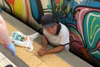 Napoli, tragedia sfiorata sulla Circumvesuviana: uomo incastrato tra il treno e la banchina