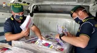 A Napoli sequestrati 2mila abiti falsi dei 'Me contro te' e 3mila libri per bimbi cancerogeni