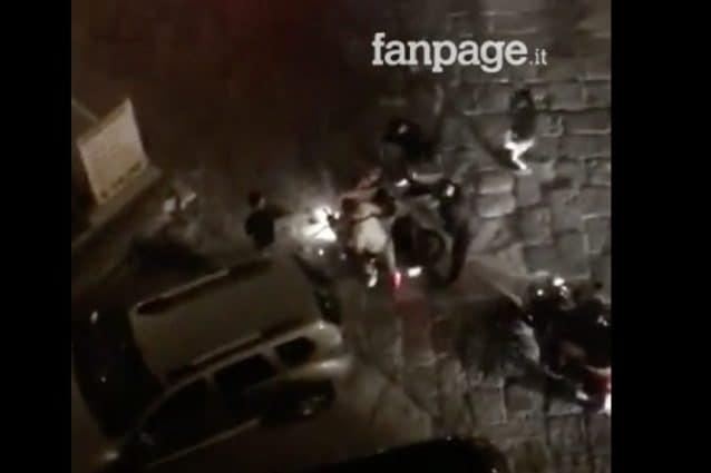 Corsa e pistola in faccia: così rubano lo scooter durante i festeggiamenti per il Napoli