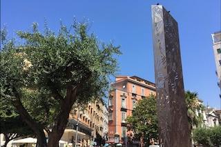 Piazza Carità, torna alla luce la stele di Salvo D'Acquisto restaurata