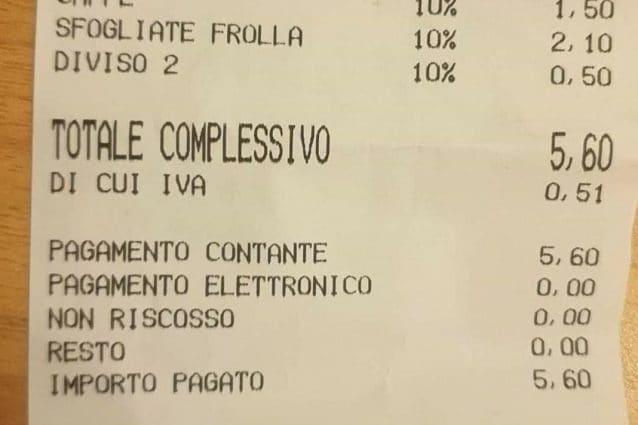 Napoli, 50 centesimi in più sullo scontrino per tagliare la sfogliatella al bar