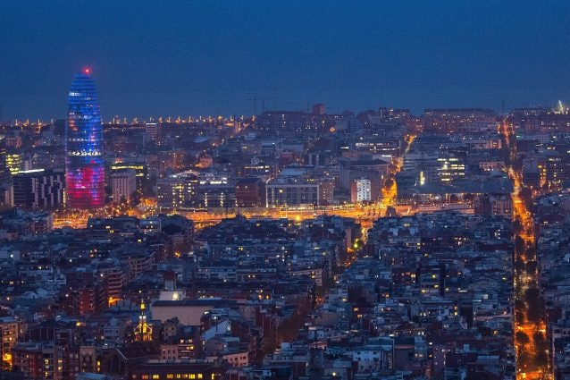Vacanze da sogno a Barcellona coi soldi falsi: in due mesi spende 17mila euro