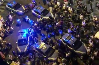 """Il prefetto di Napoli: """"In piazza Bellini poliziotti aggrediti. È reato da punire"""""""
