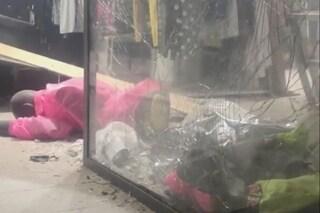 Caivano, bomba esplode davanti a negozio di abbigliamento: ritorna il racket