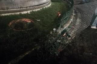 Piazza Trieste e Trento, dopo la festa sfondata la cancellata della fontana del Carciofo