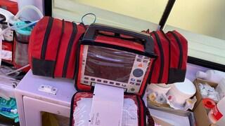 Rubano l'unità di terapia intensiva dall'ambulanza a Napoli e la buttano per strada