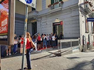Lunghe code all'apertura della nuova libreria Mondadori Bookstore al Vomero