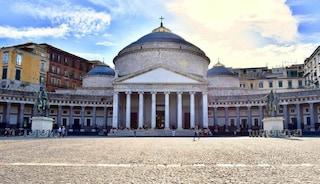 Napoli, messa in memoria delle vittime Covid a piazza Plebiscito: celebrata dal cardinale Sepe