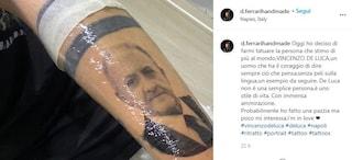 """Il tatuaggio di Vincenzo De Luca è finto. """"È solo uno scherzo tra amici"""""""