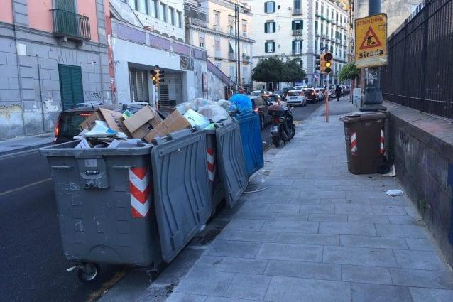 Corso Vittorio Emanuele strada rifatta senza spazi cassonetti è caos traffico