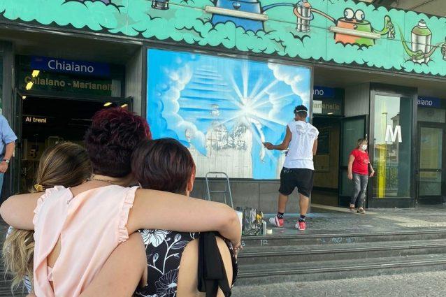 Un murale per Ulderico Esposito, il tabaccaio ucciso un anno fa nella stazione di Chiaiano