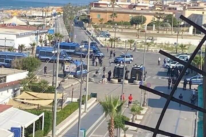 Mondragone blindata in attesa dell'arrivo di Matteo Salvini