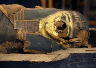 L'apertura del sarcofago e la mummia del giovane Minirdis