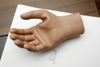 La mano bionica si controlla con la mente