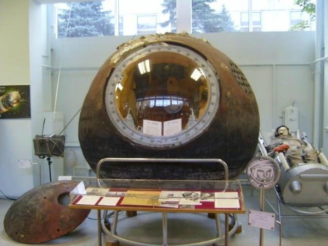 La capsula Vostok che portò Gagarin nello spazio oggi esposta al RKK Energiya Museum, vicino Mosca (SiefkinDR via Wikipedia)