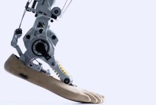 Cyberlegs, le gambe bioniche per tornare a camminare