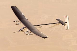 E' partito Solar Impulse, l'aereo ad energia solare che farà il giro del mondo