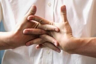 Ecco perché le dita delle nostre mani scrocchiano