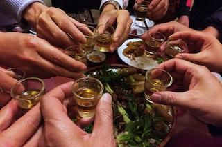L'alcol influenza il nostro cervello rendendoci socievoli o aggressivi