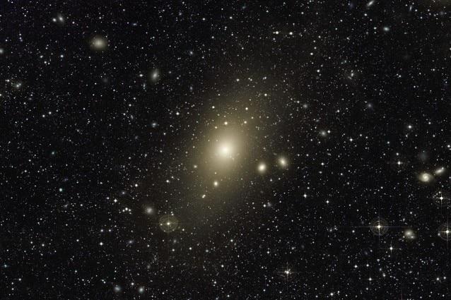 L'alone intorno alla galassia ellittica gigante Messier 87. Crediti: Chris Mihos (Case Western Reserve University)/ESO
