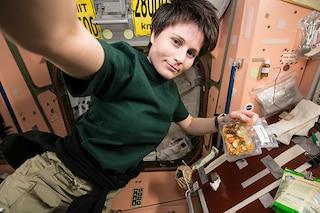 Samantha da record, oltre 195 giorni in orbita