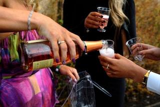 L'alcol influenza le nostre emozioni: come ci si sente con superalcolici, birra e vino