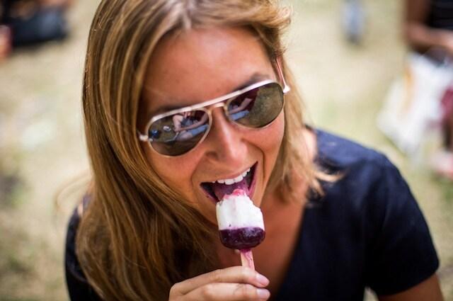 Mangiare una granita troppo in fretta può provocare il ghiaccia–testa