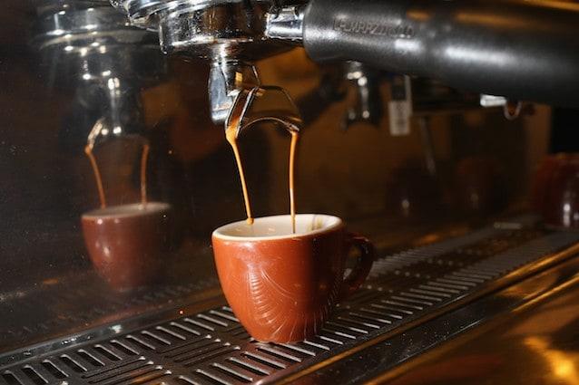 Ecco quanti caffè devi bere in un giorno per morire