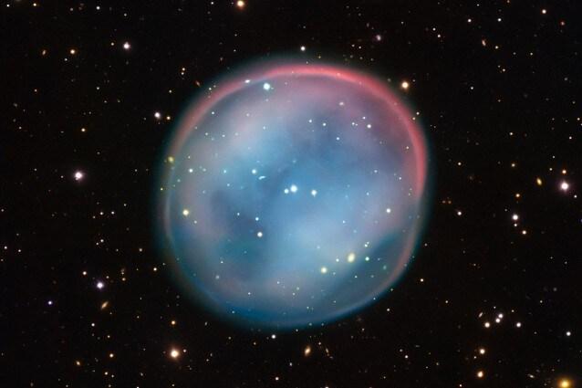Un fantasma misterioso nei cieli? No, un oggetto molto noto agli astronomi: una nebulosa planetaria (Credit: ESO)