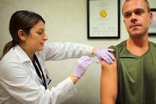 Gli scienziati stanno creando un vaccino valido contro ogni influenza
