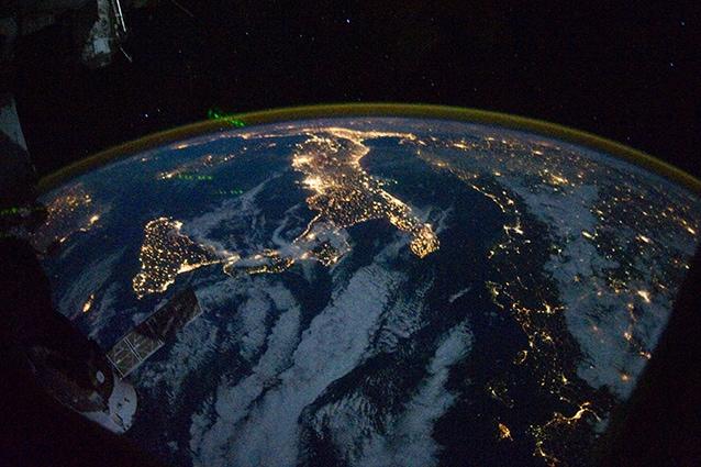 L'Italia di notte vista dalla Stazione Spaziale Internazionale.