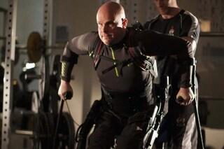 Uomo paralizzato torna a muoversi grazie ad un nuovo esoscheletro