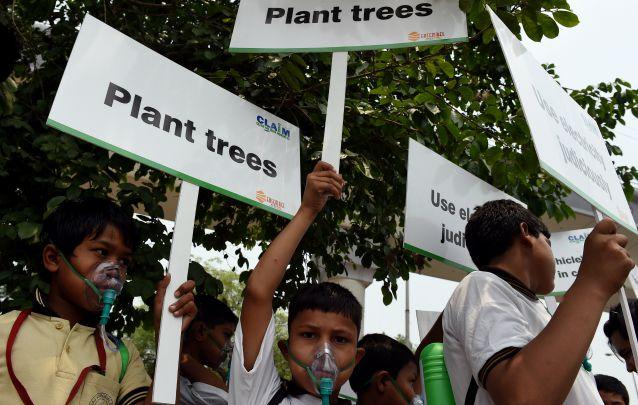 Giugno 2015, New Delhi: scolari chiedono misure anti–inquinamento per una città tra le più sofferenti del Pianeta