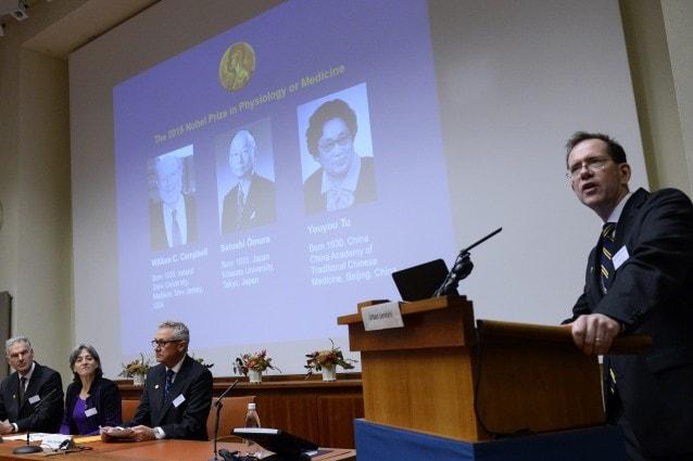 Urban Lendahl, segretario del comitato, annuncia i vincitori del Nobel per la medicina e la fisiologia 2015 (Photo credit: JONATHAN NACKSTRAND/AFP/Getty Images)