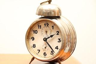 Ora solare: il 25 ottobre l'orologio si sposta un'ora indietro