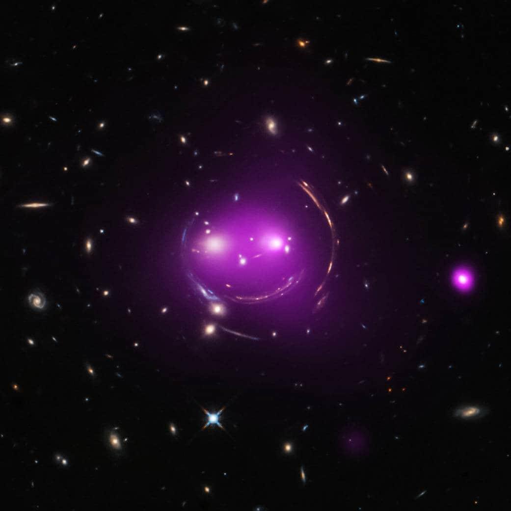 Ecco il Gatto del Cheshire (Image credit: X–ray: NASA/CXC/UA/J.Irwin et al; Optical: NASA/STScI)