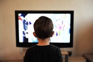 Guardare troppa TV da giovani danneggia le funzioni cognitive
