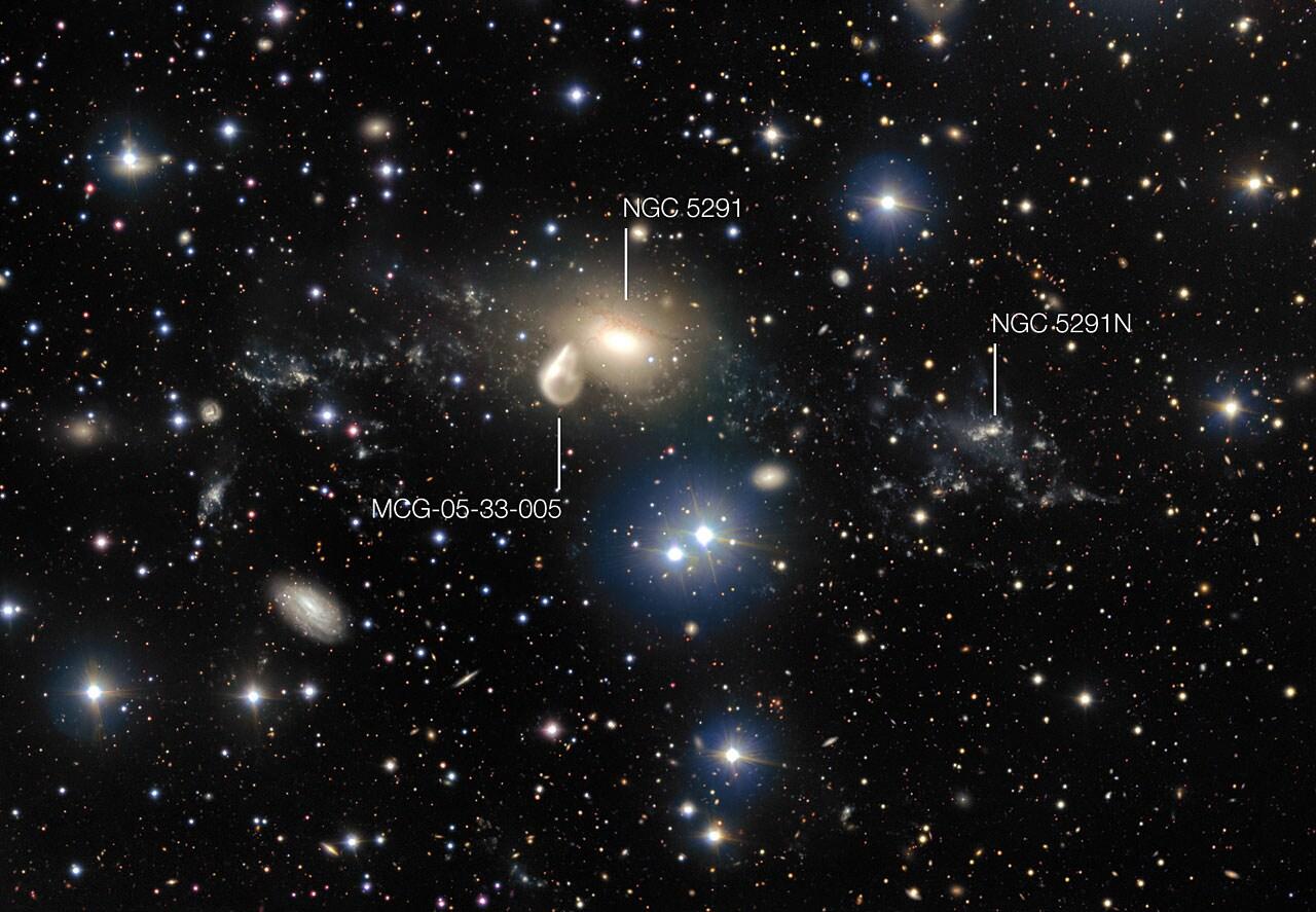 I dintorni di NGC 5291 con note (foto ESO)