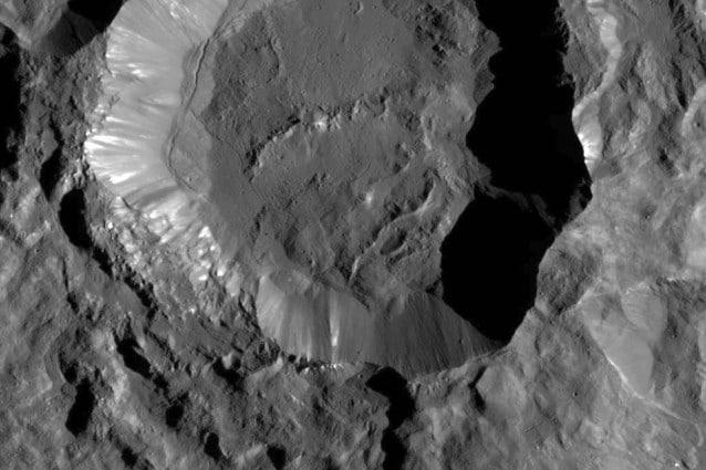 Il cratere Kupalo (Credits: NASA/JPL–Caltech/UCLA/MPS/DLR/IDA)