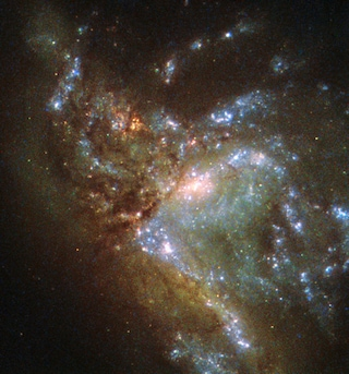 Hubble ha visto due galassie fondersi