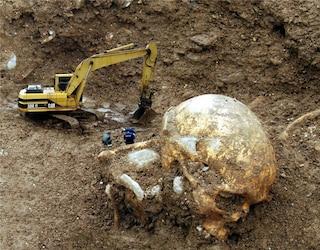 Enorme scheletro di umanoide a Caserta: ecco perché è una bufala