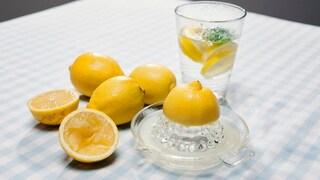 Limone e bicarbonato contro i tumori: pericolose bufale contro la vera ricerca