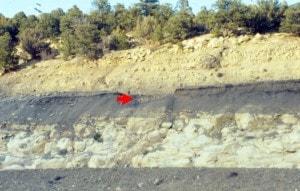 Il limite K-T ben in evidenza al Passo di Raton (nel Colorado), lungo la strada Interstate 25. Credit: Wikipedia.