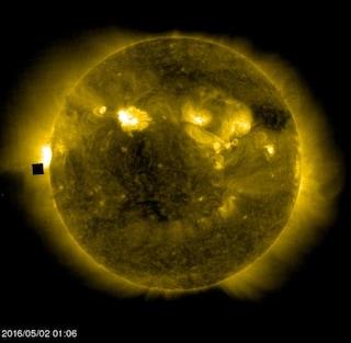 La verità sul misterioso cubo gigante vicino al Sole